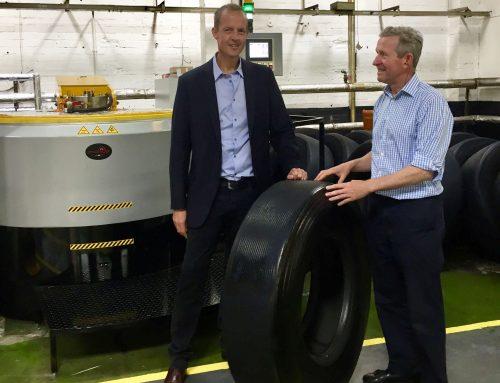 Nick Boles MP visits Vacu-Lug to see latest developments